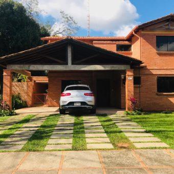 Residencia en Venta en barrio Cerrado Boulevard Loma alto